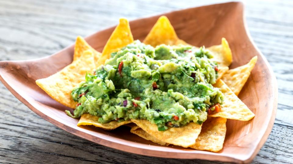 Totopos con guacamole (Tortilové chipsy s quacamole)