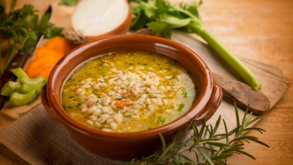 Zeleninová polévka s kroupami