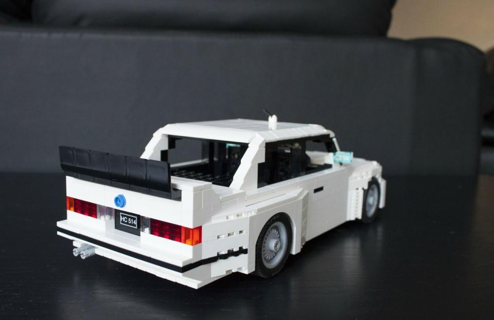 Zadní pohled se všemi typickými rysy M3 E30.