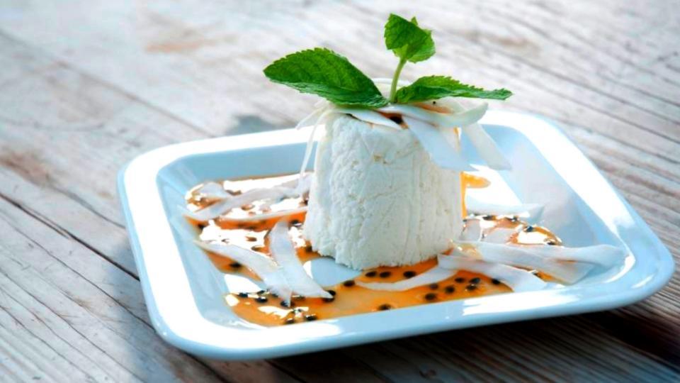 Mousse ghiacciata al cocco (Kokosový zmrzlý mousse)