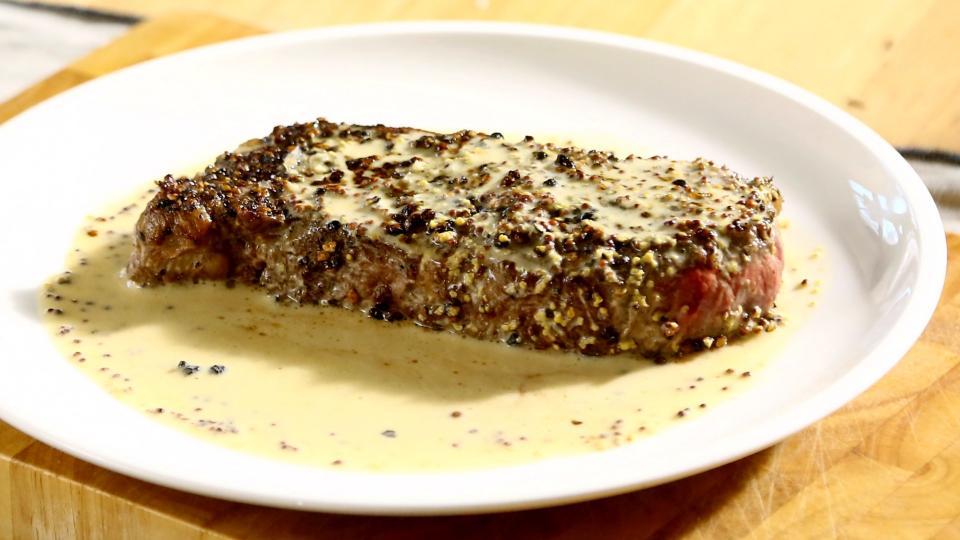Steak v pepřové krustě s hořčičnou omáčkou