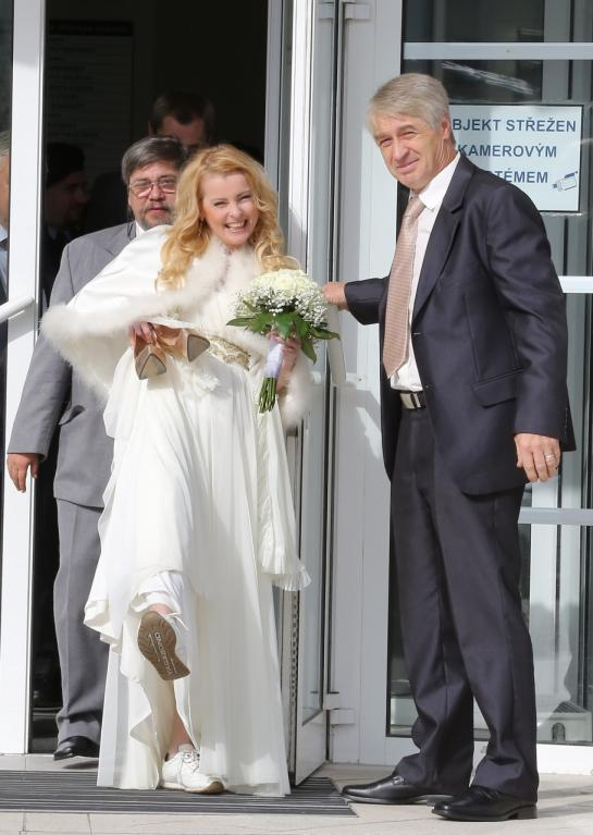 Iveta Bartošová vypadá spokojeně
