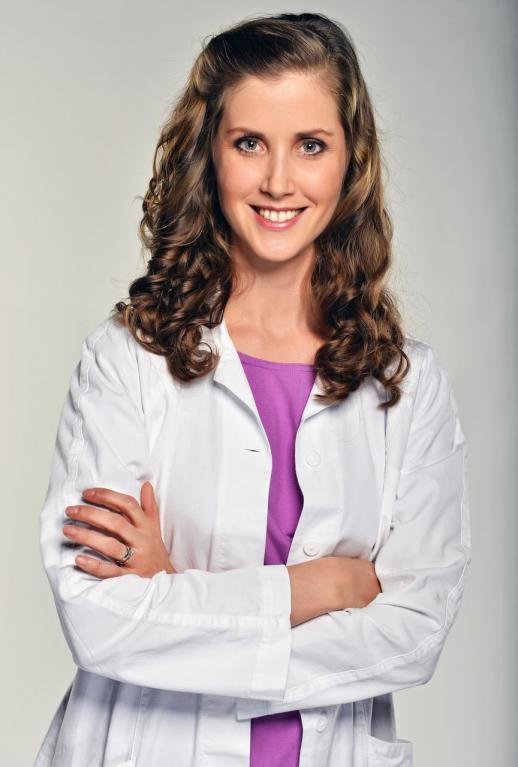 Oporou je Marii také Anežka (Jana Bernášková). Je pečlivá, následovala Marii do její nové lékárny...