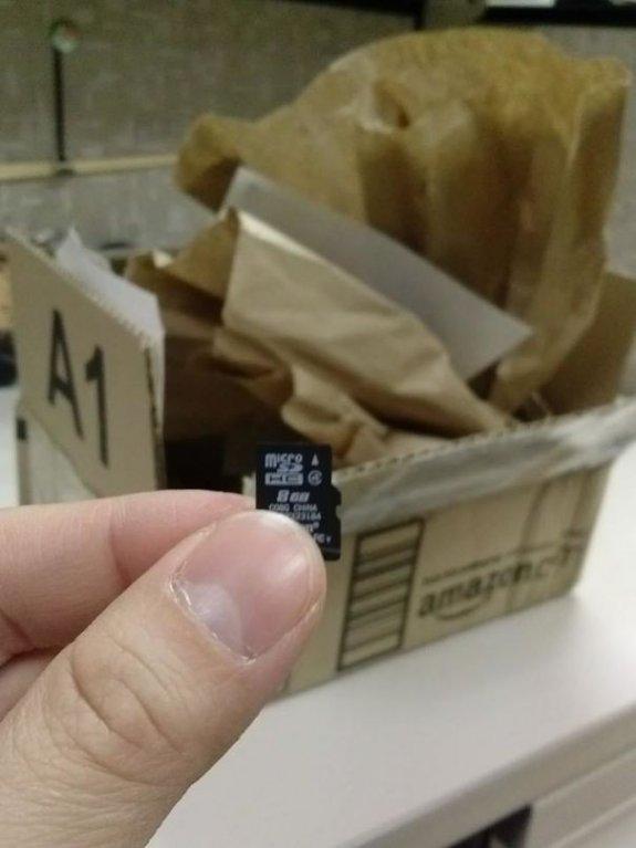A nebyl ten balík na jednu flashku náhodou moc malý?