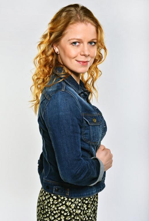 Zuzka (Monika Zoubková) je nejmladší, starostí má ale možná nejvíc.