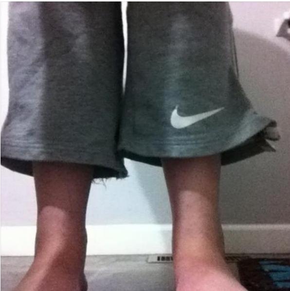 Holky v pánských trenkách nebo teplácích jsou sexy. Ale vysoké holky s kalhoty ke kotníkům už moc ne.
