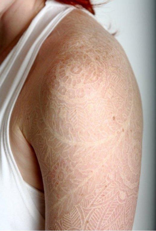 Výhoda bílého tetování je v jeho nenápadnosti