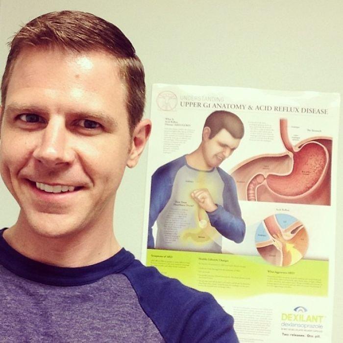 Doktor mu řekl, že se dost podobá tomu nemocnému chlápkovi z plakátu