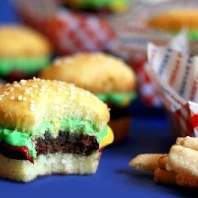 Báječné dorty: hamburgery z koláčků zvaných capcaky