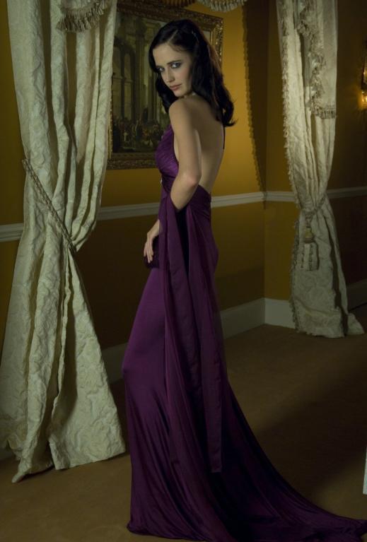 Bond girl v Casino Royal: Eva Green ve fialových šatech