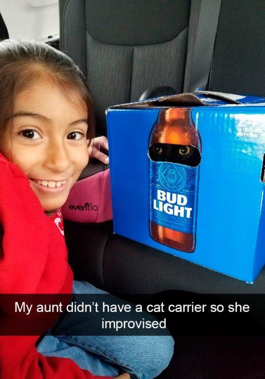 Teta neměla přepravní box, tak improvizovala