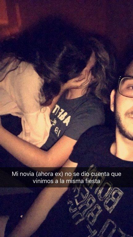 Kluk načapal přítelkyni při nevěře. Ihned si s ní udělal selfíčko.