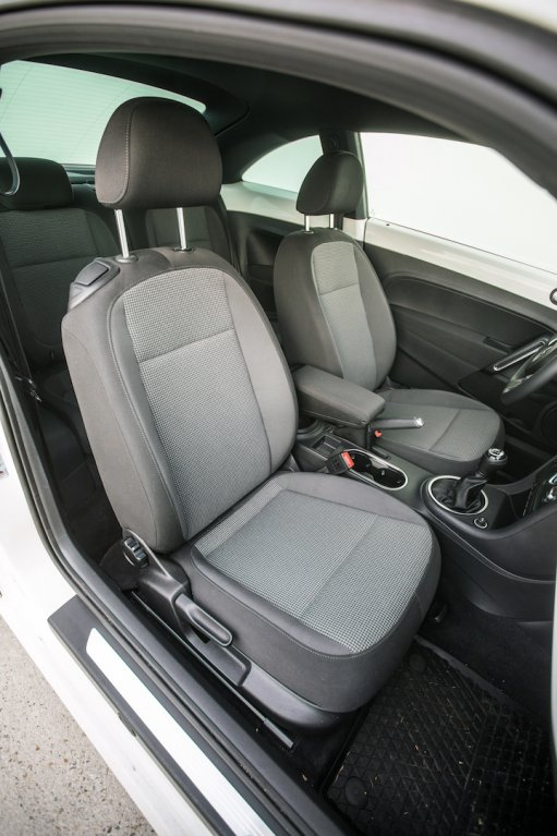 Volkswagen Beetle 1.2 TSI interiér 10