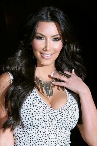 Herečka Kim Kardashian sleduje módní trendy