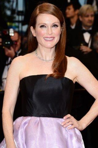 Herečka Julianne Moore na zahíjení filmového festivalu rozzářila svůj výstřih náhrdelníkem Chopard.