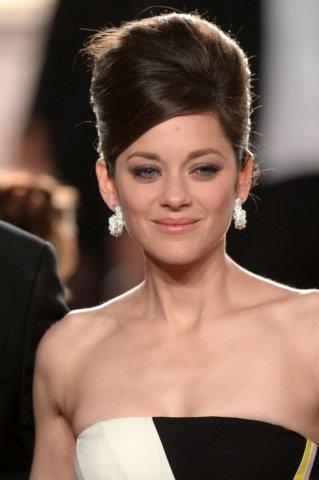 Francouzská herečka Marion Cotillard si na zahájení festivalu v Cannes vypůjčila naušnice Chopard