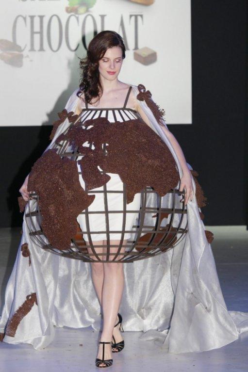 Šaty k nakousnutí na pařížském Salónu čokolády