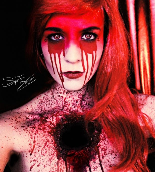 Make-up z podsvětí od mladé umělkyně z Ameriky Stephanie Fernandez.