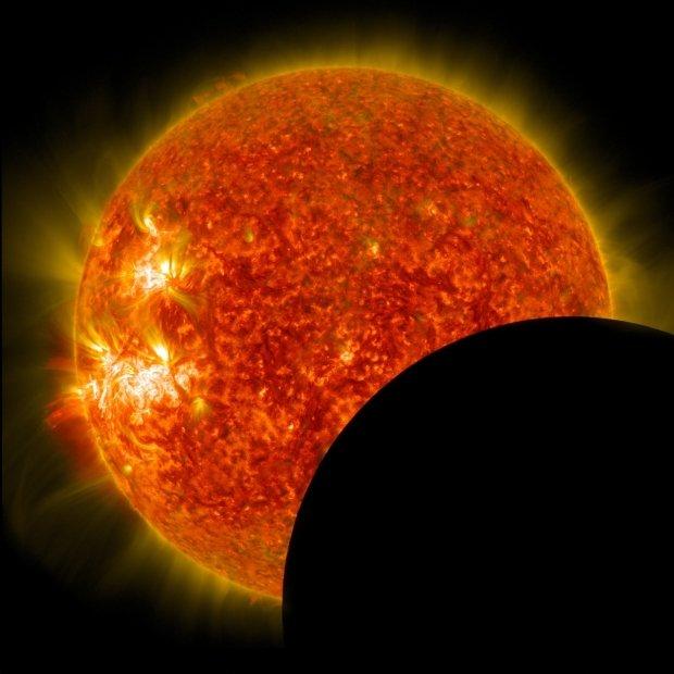 Odborníci i amatéři mohli znovu pozorovat částečné zatmění slunce, které tentokrát trvalo 2,5 hodiny a stalo se vůbec nejdelším, jaké bylo dosud zaznamenáno. Tento úkaz vzniká dvakrát až třikrát ročně.