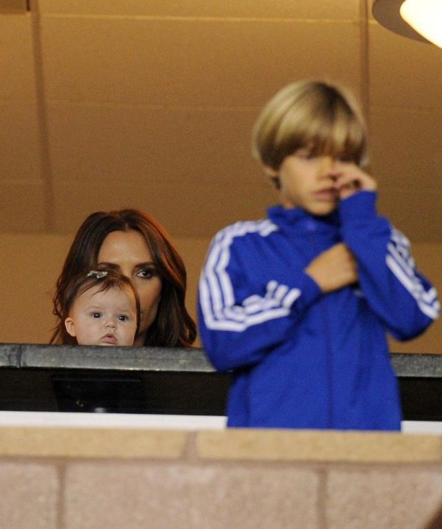 Victoria Beckham navštívila s dětmi tatínkův zápas, je vidět, že malý Cruz se na zápas hodně soustředil...