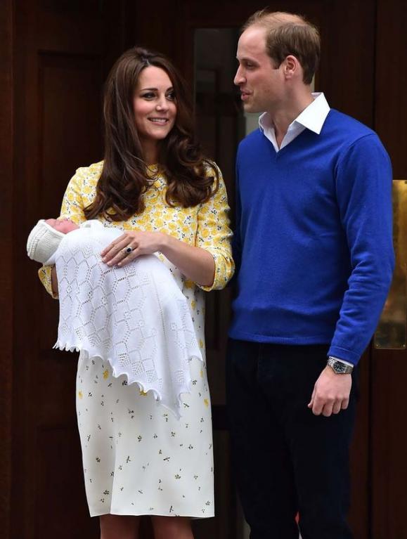 Kate s Williamem se spokojeně usmívají.