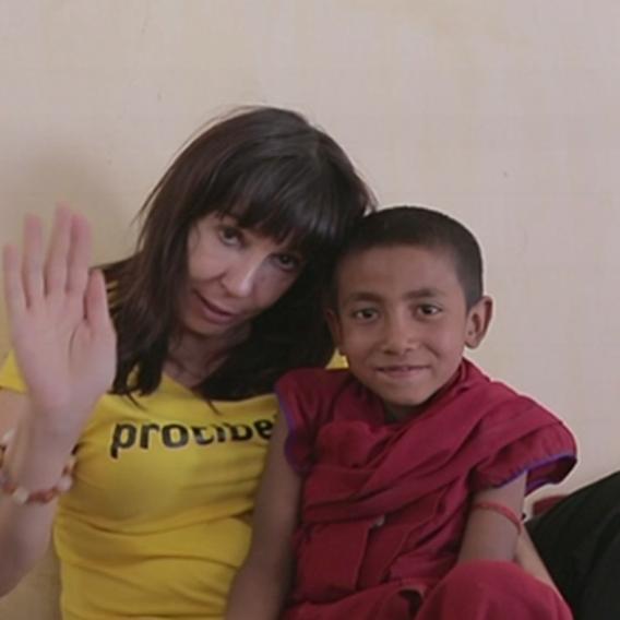 Video VIP zprávy: Herečka Nela Boudová v létě sbalila batoh a jela pomáhat dětem do Indie