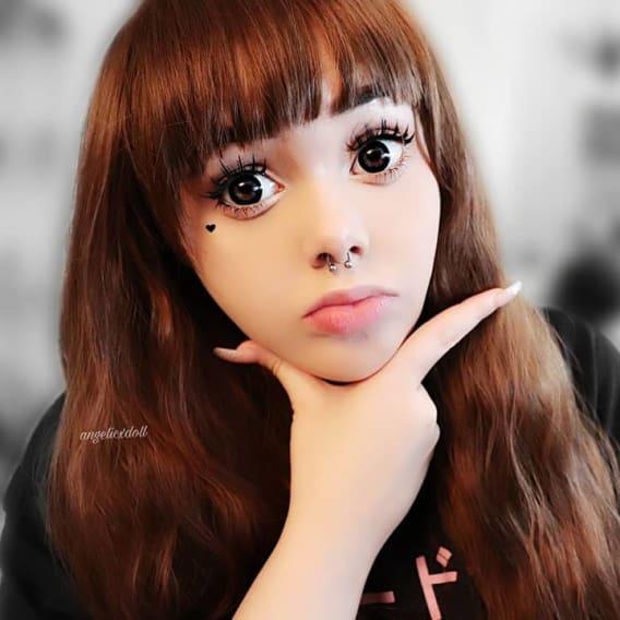 Studentka se proměnila v živou panenku 4