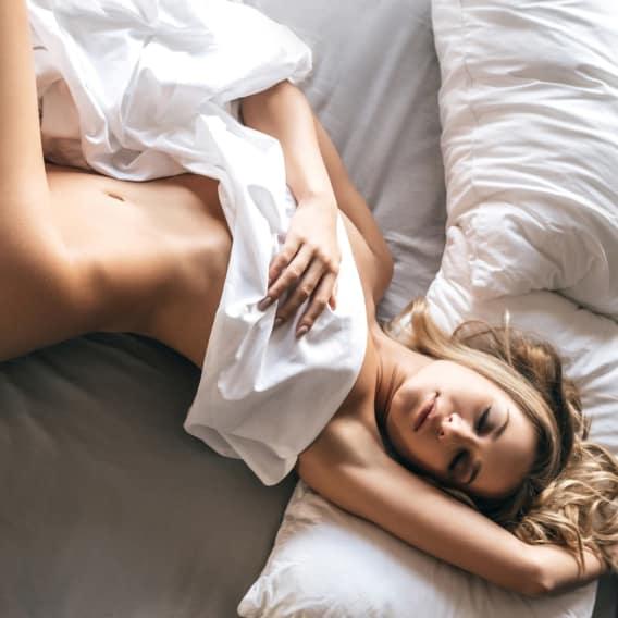 Důvody, proč byste měli spát nazí