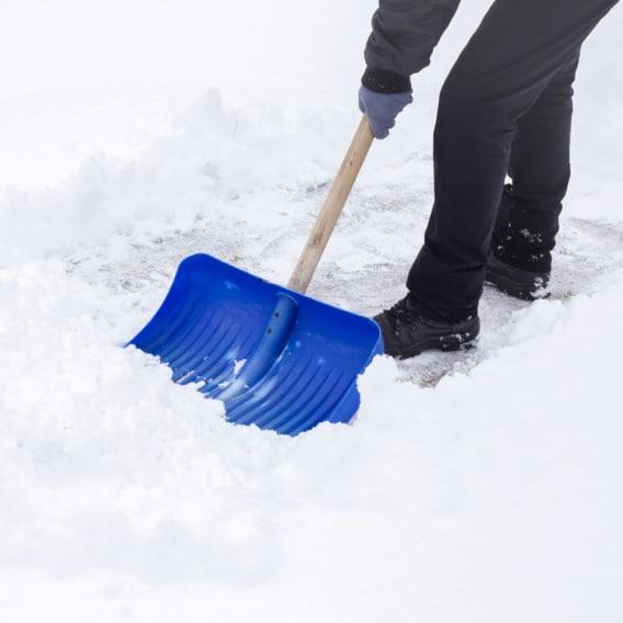 Proč vás může odklízení sněhu zabít?