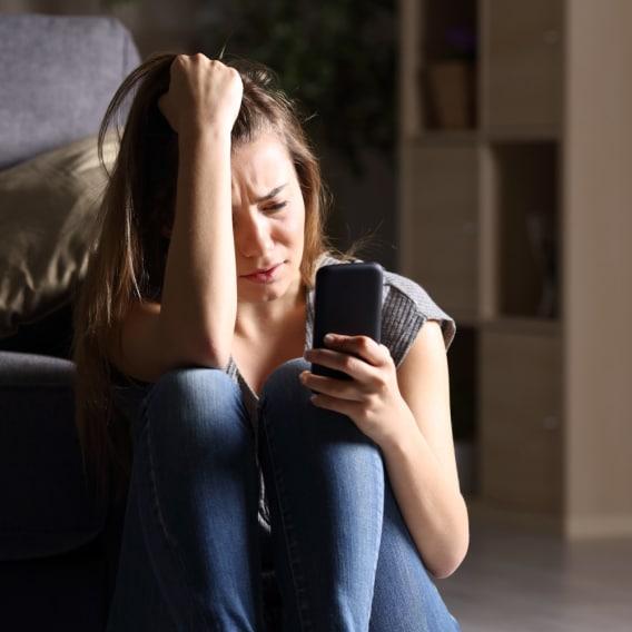 Lidé závislí na telefonech mají větší sklony k depresím
