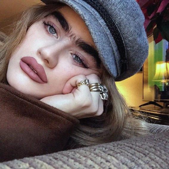 Sophia Hadjipanteli - Modelka se srostlým obočím 8