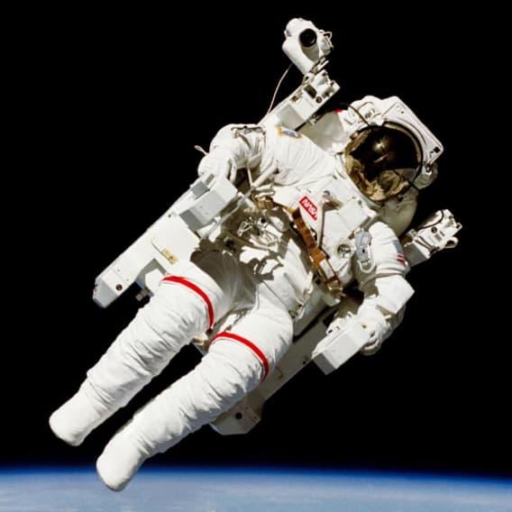 Astronaut ve volném vesmíru - riziko povolání