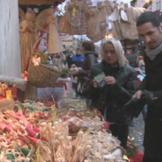 Video VIP zprávy: Vladko Dobrovodský byl v doprovodu Pavlíny a Mirky z VyVolených nakupovat vánoční dárky