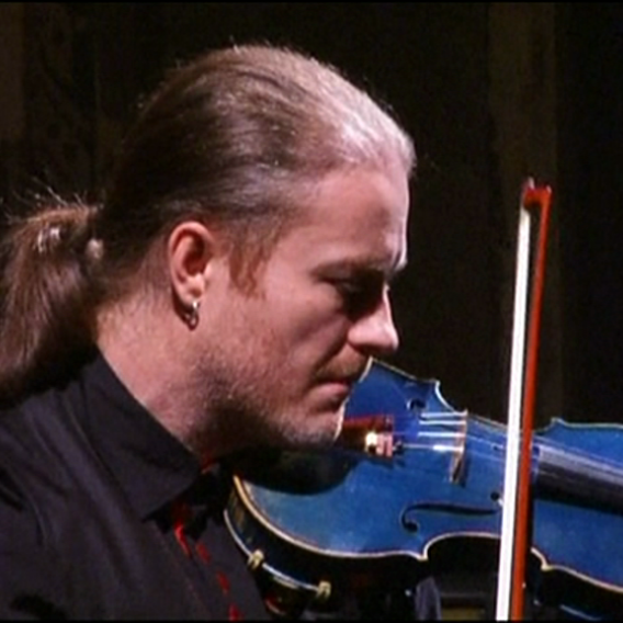 Video VIP zprávy: Podívejte se, kam ukládá svůj pověstný šátek houslista Pavel Šporcl