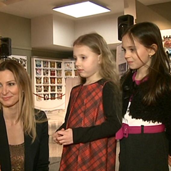 Video VIP zprávy: Dnes budou mít obě dcery Karla Gotta svou první premiéru. Jak se na ni těší?