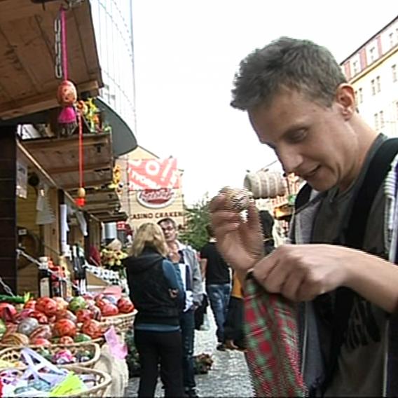 Video VIP zprávy: Kouzelník Richard Nedvěd to roztáčel na velikonočním tržišti. Podívejte se!