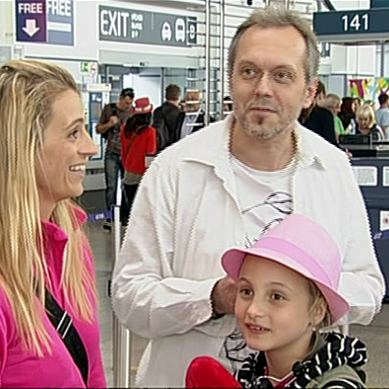 Video VIP zprávy: Herečka Ivana Jirešová s dcerou sofií a partnerem Vojtou Dykem odletěla do Malého Tibetu v Indii