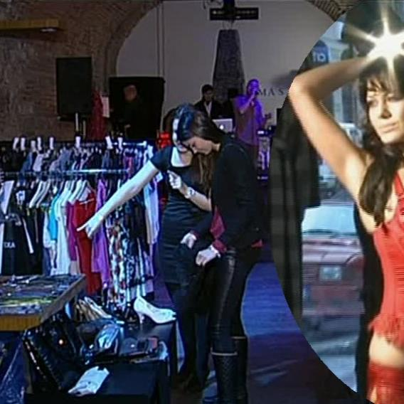 Video VIP zprávy: Když modelky pořádají bazárek, je tu k vidění - kromě báječného oblečení - leccos zajímavého