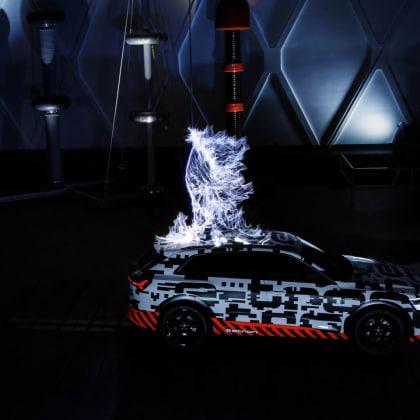 Audi e-tron ve Faradayově kleci 1