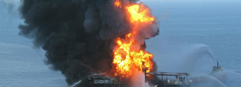 Hořící ropná plošina Deep Horizon