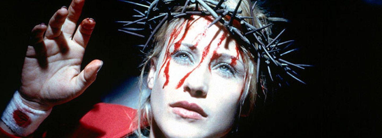 Záběry z filmu Stigmata