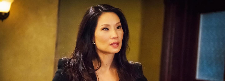 Lucy Liu vystřídá v seriálu Sherlock Holmes: Jak prosté skvělé outfity