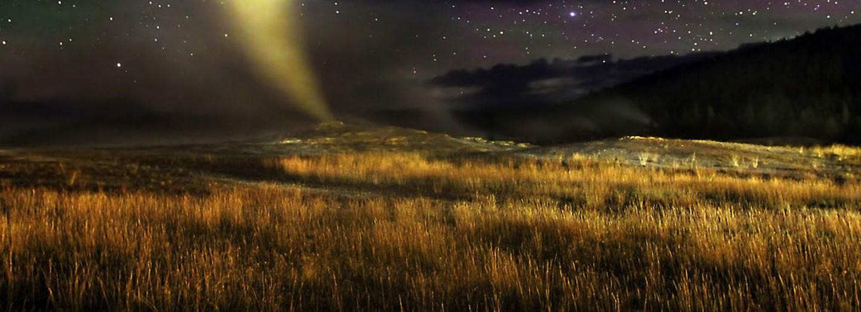 Gejzír v Yellowstonské národním parku známý jako Old Faithful