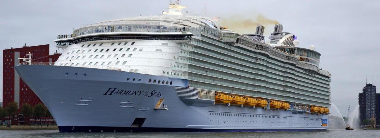 Harmony of the Seas kotvící v Rotterdamu