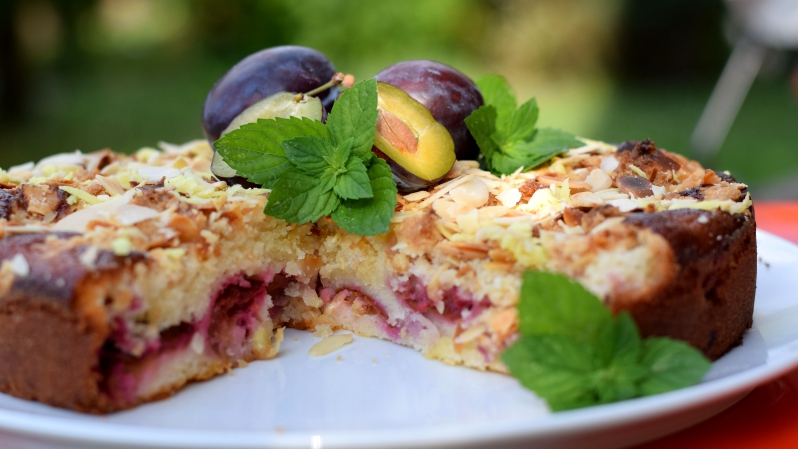 Voňavý švestkový koláč smandlovými lupínky